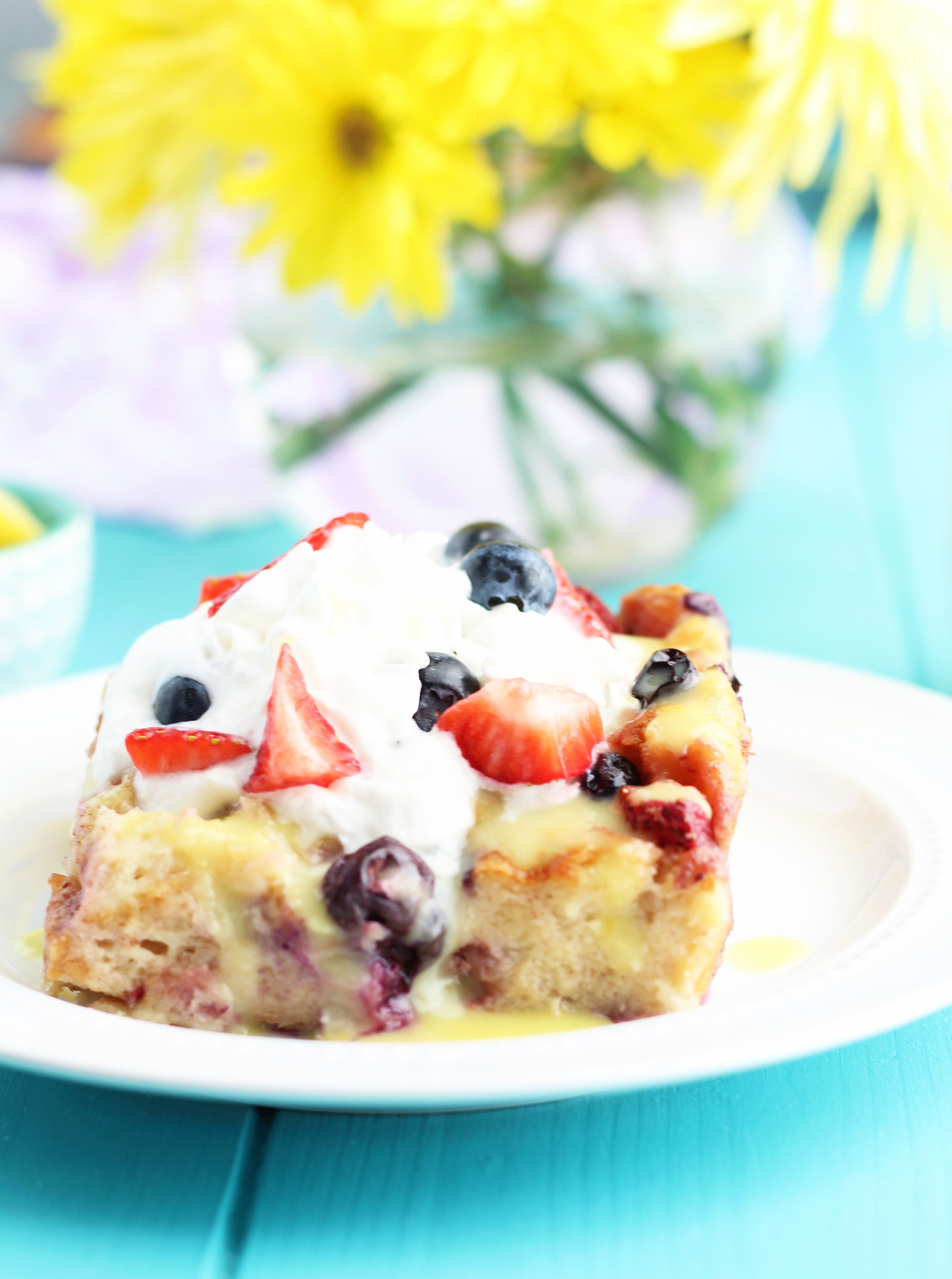 HawaiianSweet-Roll-and-Berry-Bread-Pudding-with-Lemon-Sauce10