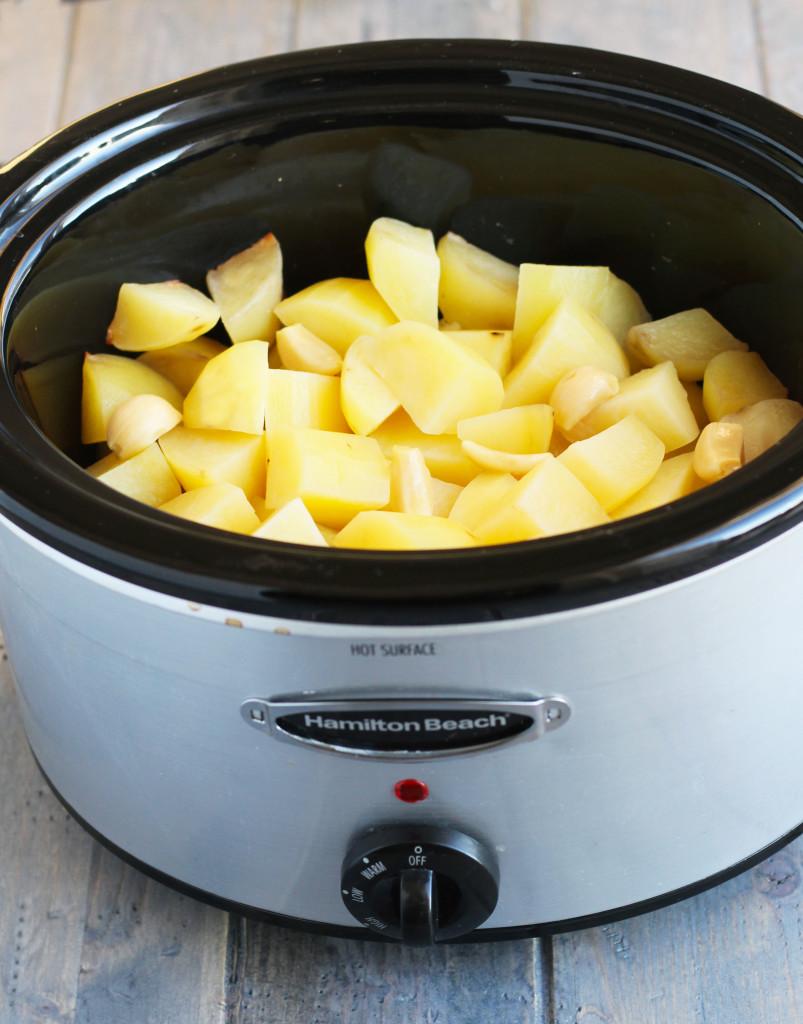slow-cooker-garlic-asiago-mashed-potatoes-3