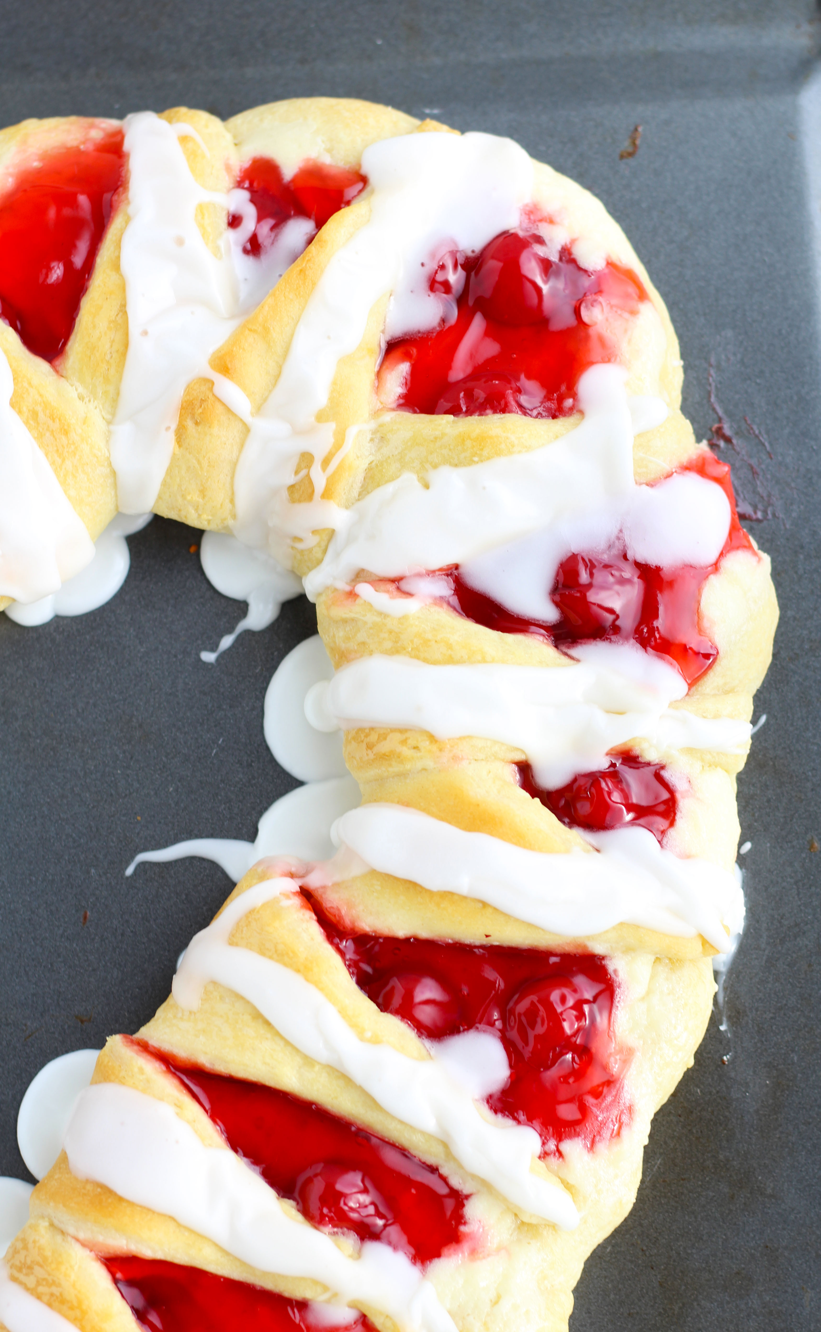 candy-cane-crescent-roll-breakfast-pastry-2