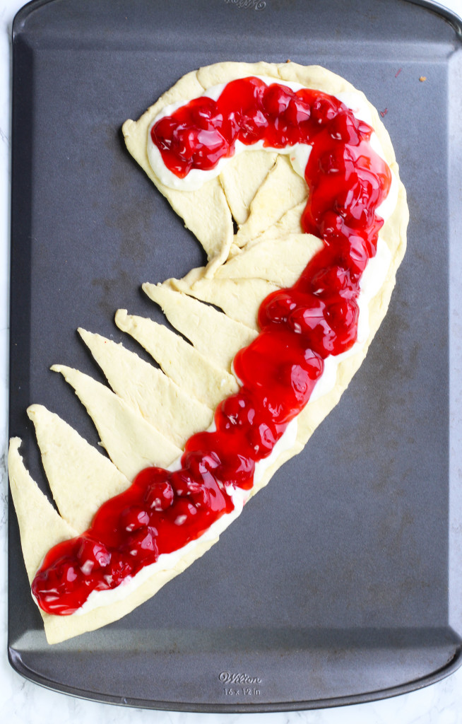 candy-cane-crescent-roll-breakfast-pastry-8