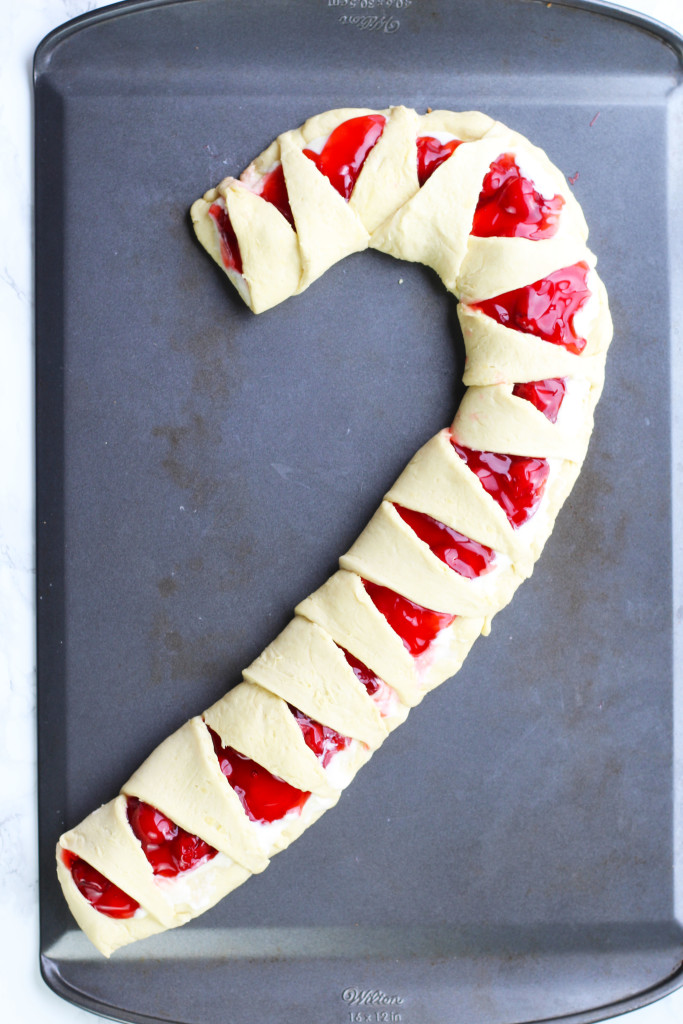 candy-cane-crescent-roll-breakfast-pastry-9