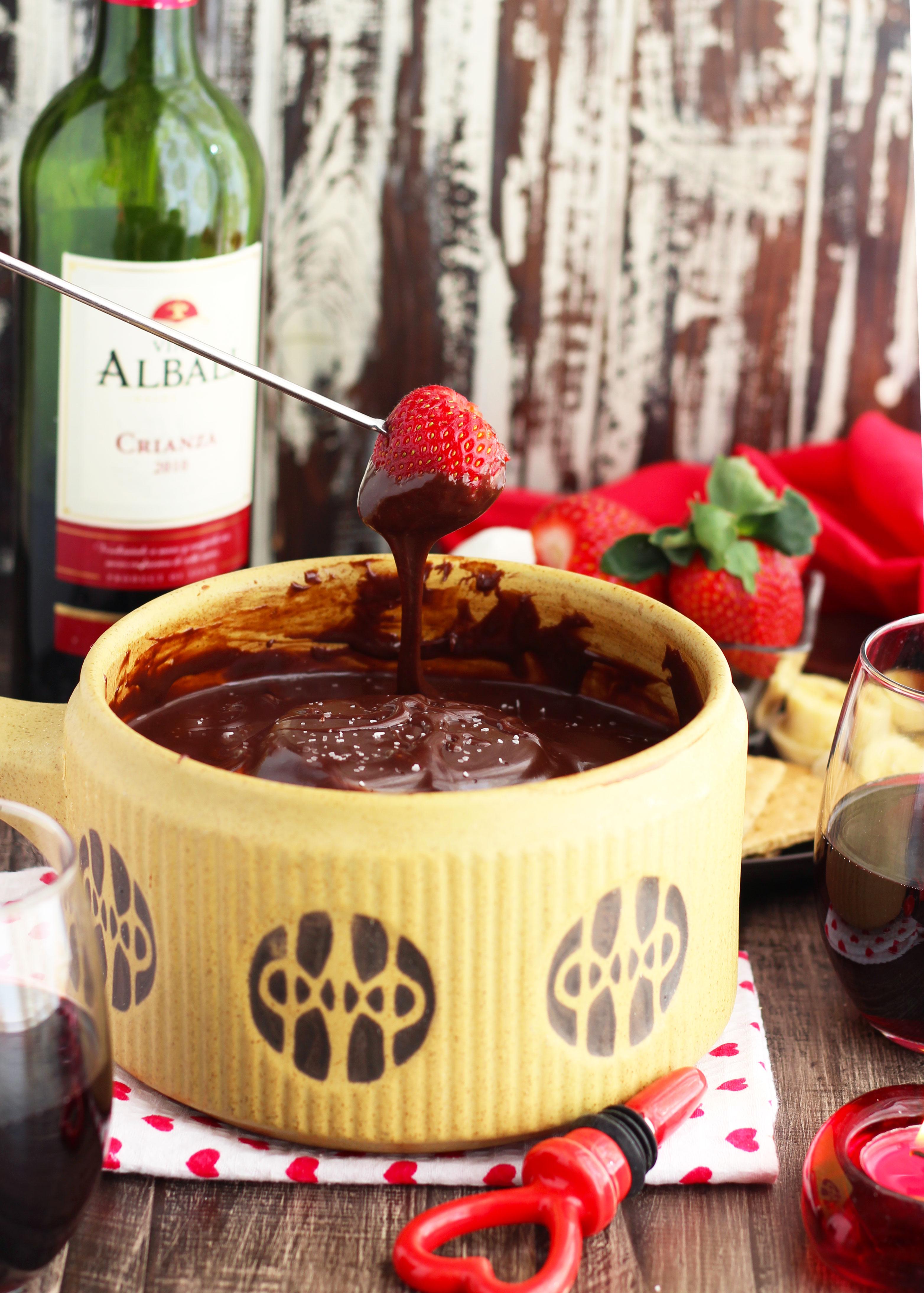 Red Wine Dark Chocolate Fondue Dip | 3 Yummy Tummies