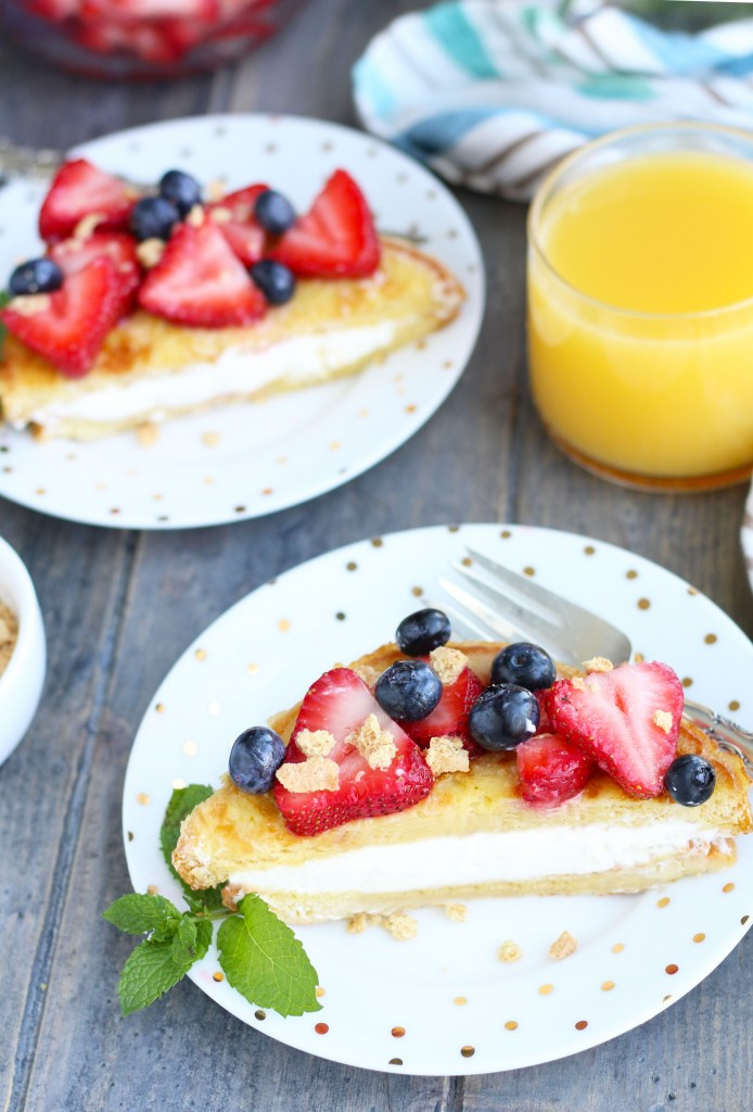 Cheesecake-Stuffed-French-Toast-with-Berries-2