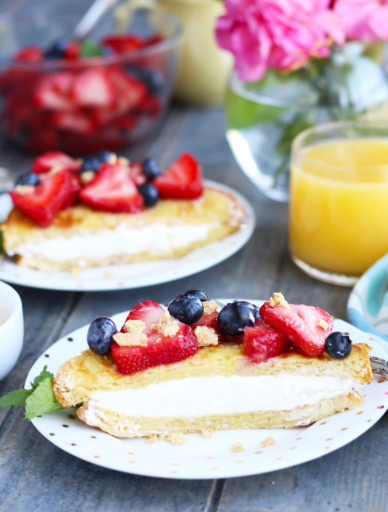 Cheesecake-Stuffed-French-Toast-with-Berries-5