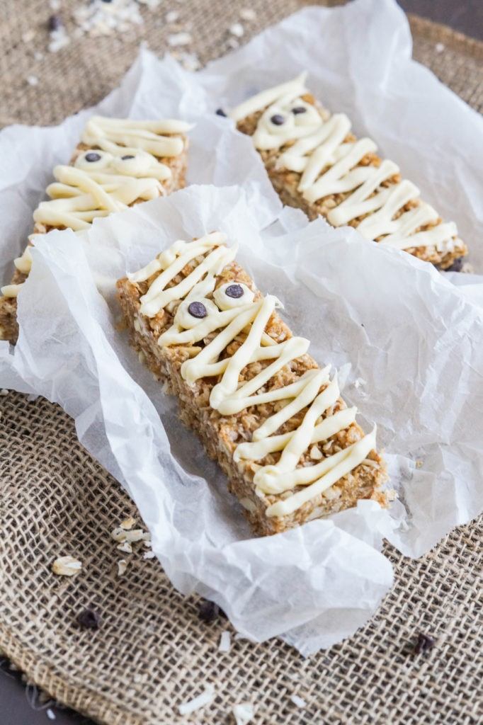 Mummy-Almond-Granola-Bars-2-of-3-682x1024