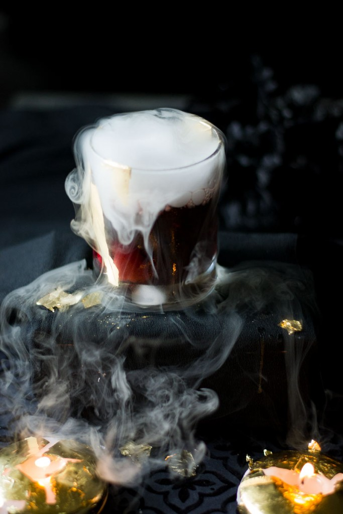 halloween-cocktail-vampire-kiss-candles